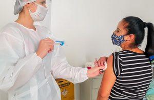 A vacina chegou! Secretaria de Saúde começa a imunizar a população